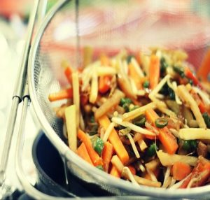 Wok de poulet aux germes de soja